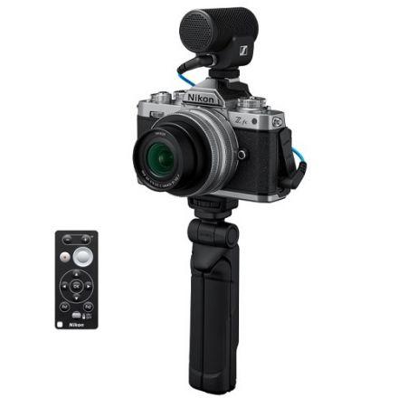 Nikon Z fc Vlogger Kit Mirrorless Digital Camera with 16-50mm f/3.5-6.3 VR Lens (Silver) Sennheiser Microphone & Accessories (με Cashback 100€)